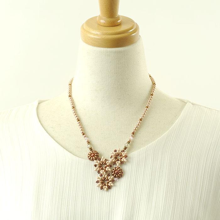 ビーズブーケネックレス(ピンク)  c-18003 【作家:Miki Kanai(Beads mode C'est la vie)】