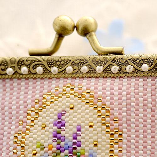 がま口ポーチ〜王様フクロウと思い出のラベンダー〜 ビーズマニア