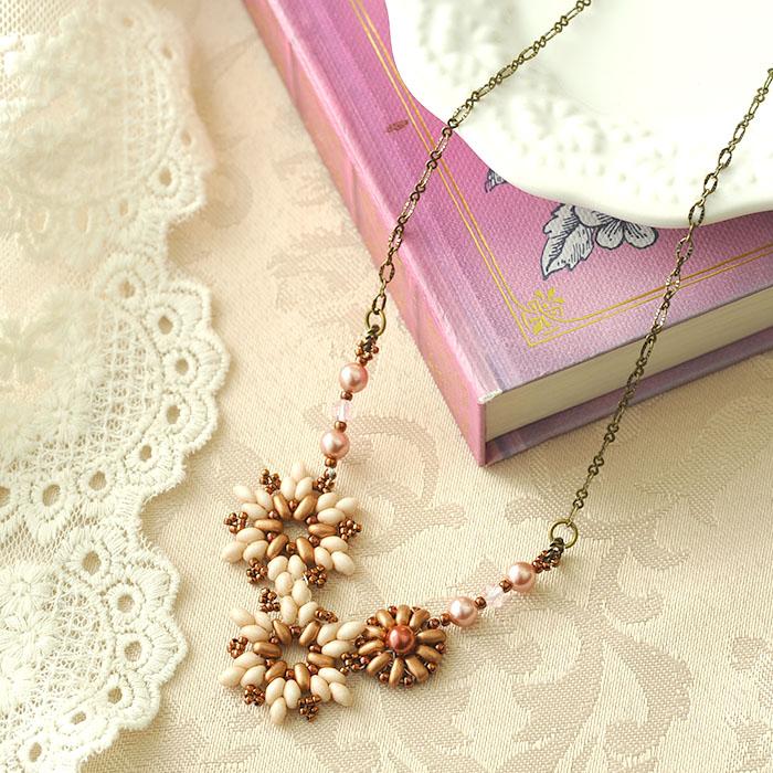 プチブーケネックレス〜Sophia〜(ピンク) c-18007 【作家:Miki Kanai(Beads mode C'est la vie)】