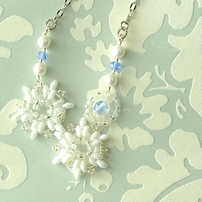 プチブーケネックレス〜Summer Sophia〜(ホワイト) c-18009 【作家:Miki Kanai(Beads mode C'est la vie)】