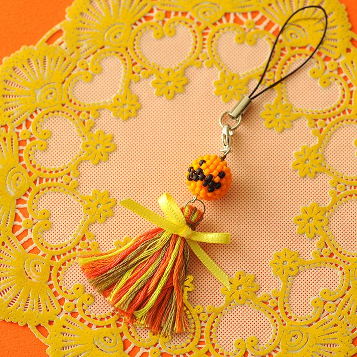 """かぼちゃとタッセルのストラップ(オレンジ)  【作家:しのはらみわ(Little""""B"""".)】"""