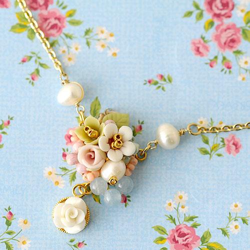 小花と薔薇のスイングネックレス  【作家:NARUMIDO】