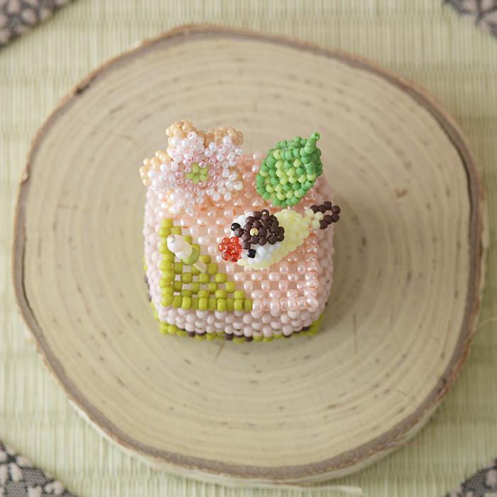 ビーズで編みぐるみ・カットケーキ〜No3. 桜〜 ビーズマニア