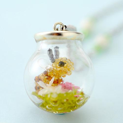 ミツバチのガラスドームネックレス  【作家:ちばのぶよ】