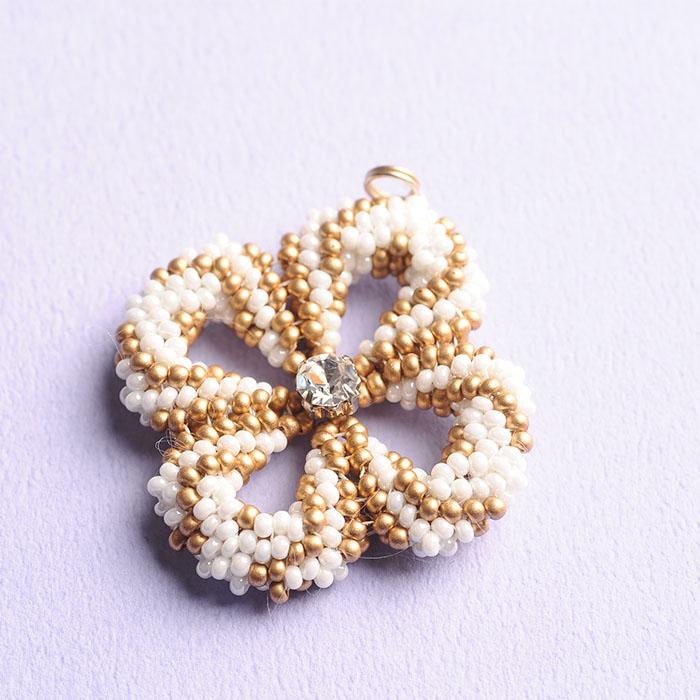 ☆2/16 再入荷☆ clover charm(ホワイト)  【作家:荒木晴美(atelier embellir)】