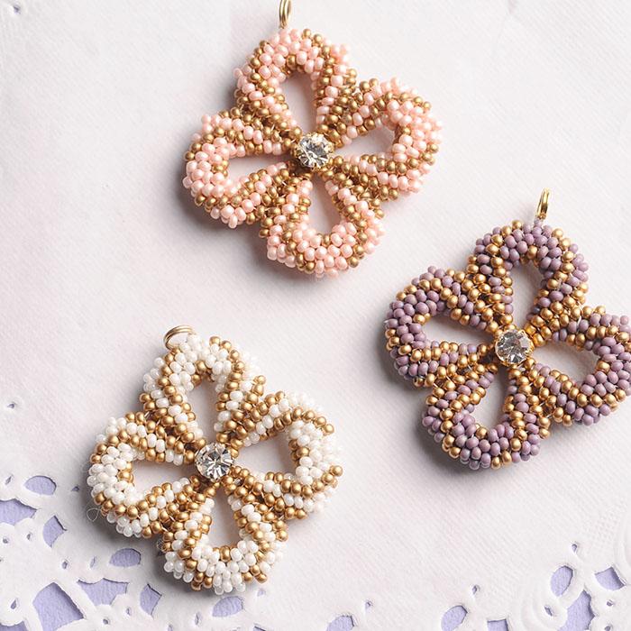 clover charm(ホワイト)  【作家:荒木晴美(atelier embellir)】