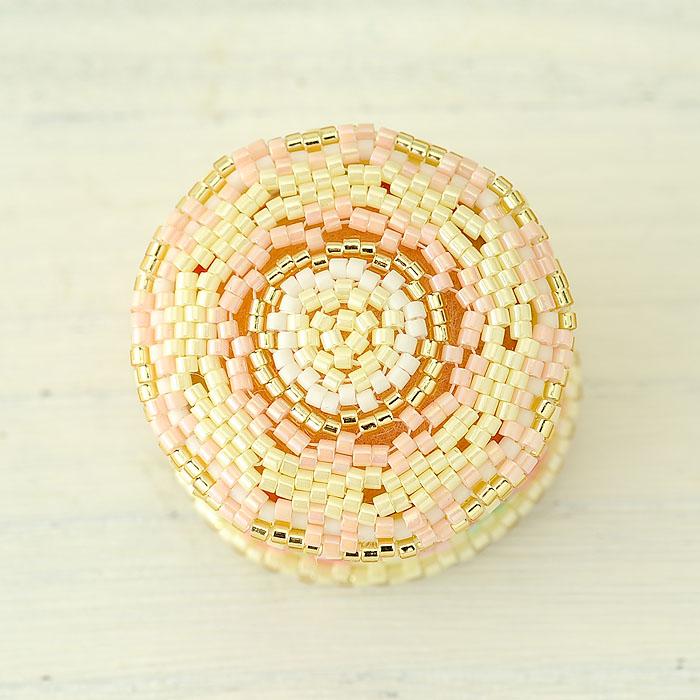 〜花手毬〜ピンクッションと糸巻き  ビーズマニア