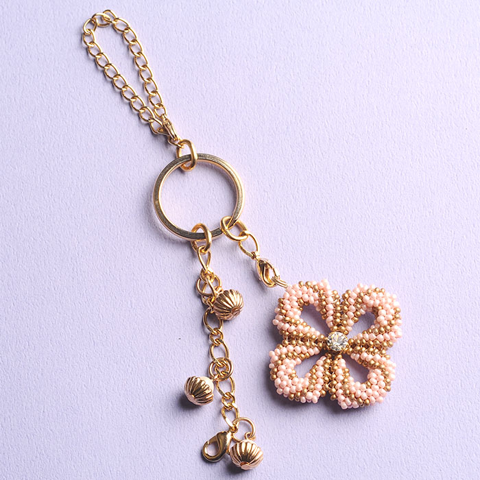 ☆2/4 再入荷☆ clover charm(ピンク)  【作家:荒木晴美(atelier embellir)】