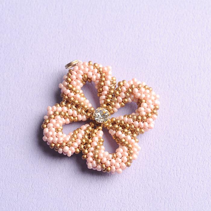 clover charm(ピンク)  【作家:荒木晴美(atelier embellir)】