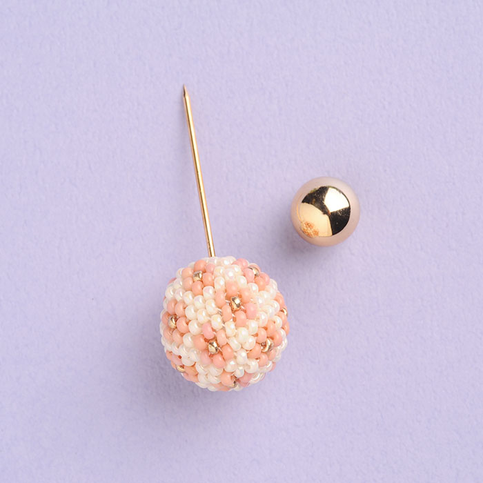 flourball pin brooch(ピンク)  【作家:荒木晴美(atelier embellir)】