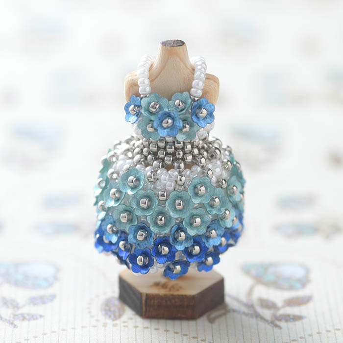 ビーズステッチで作るハニカムトルソードレス〜アレクシス・ブルー〜  【作家:漆原昌美(Mai My Beads)】