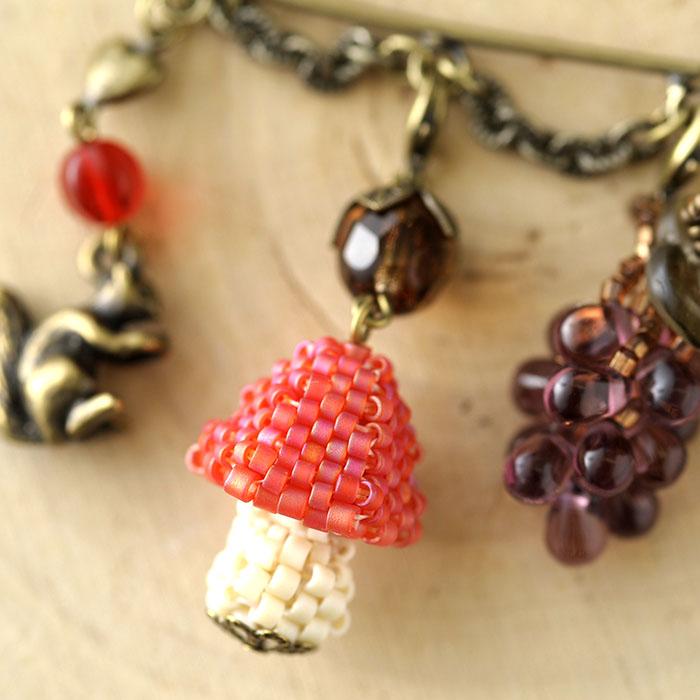 秋の森 カブトピン(紫×赤)  【作家:漆原昌美(Mai My Beads)】