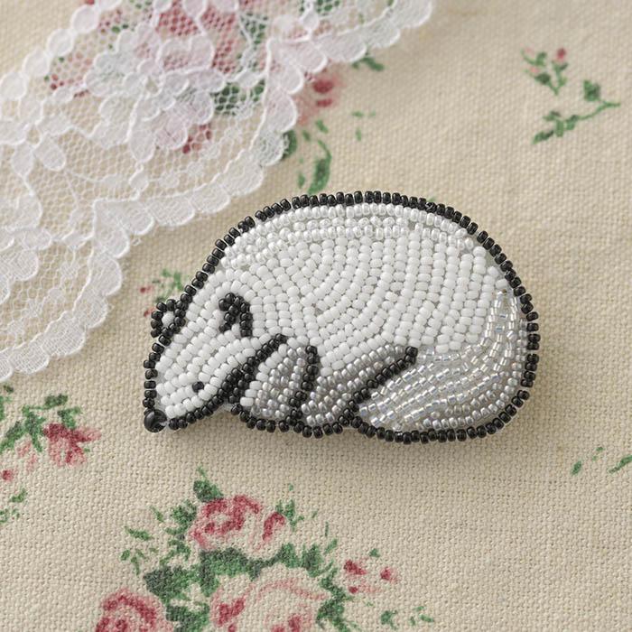 ビーズファクトリー ビーズ刺しゅうブローチキット おやすみ白くま  BK-588 【ビーズ 刺繍】