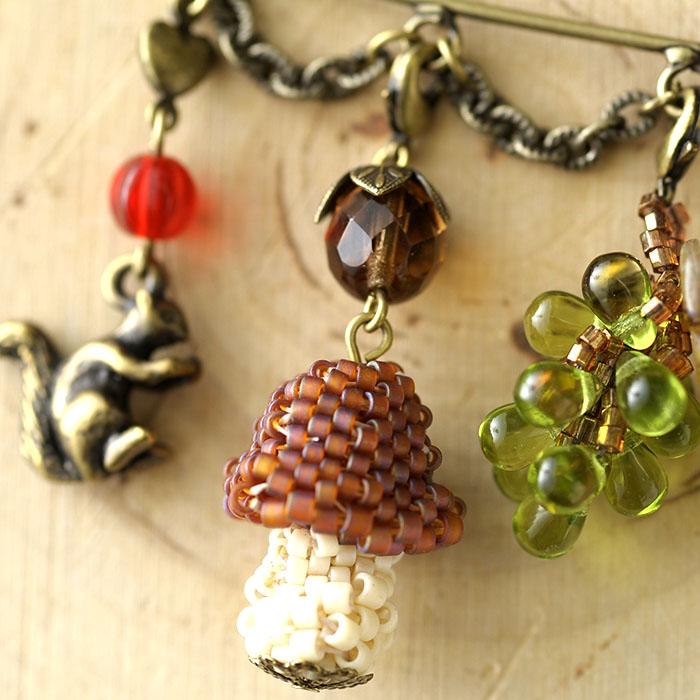 秋の森 カブトピン(緑×茶)  【作家:漆原昌美(Mai My Beads)】