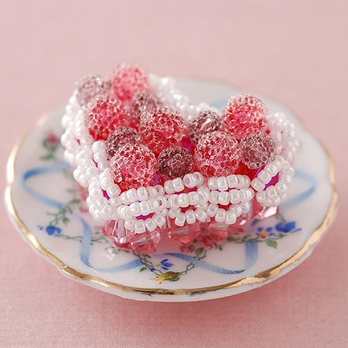 ベリーたっぷりハートのケーキ  【作家:ちばのぶよ】