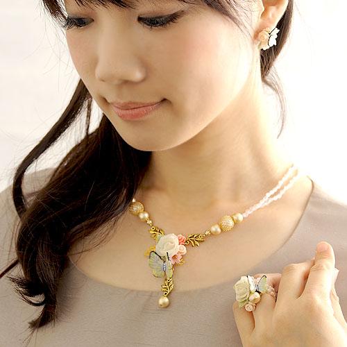 薔薇と黄色い蝶々のネックレス  【作家:NARUMIDO】