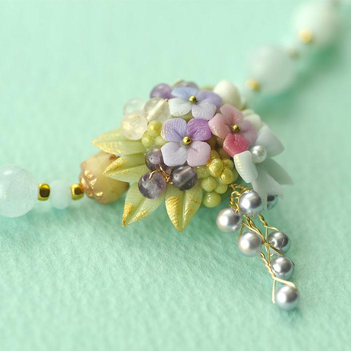 紫陽花とミニ薔薇のキャスケードのネックレス  【作家:NARUMIDO】