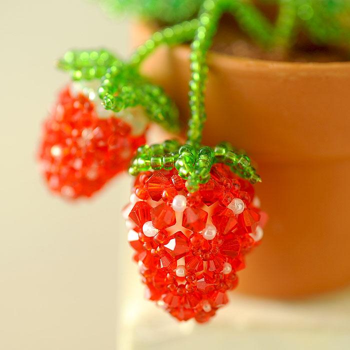 いちごの鉢植え  【作家:ちばのぶよ】