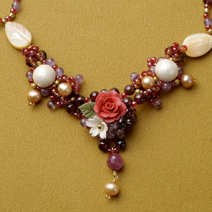薔薇とジャスミンの秋色ネックレス  【作家:NARUMIDO】