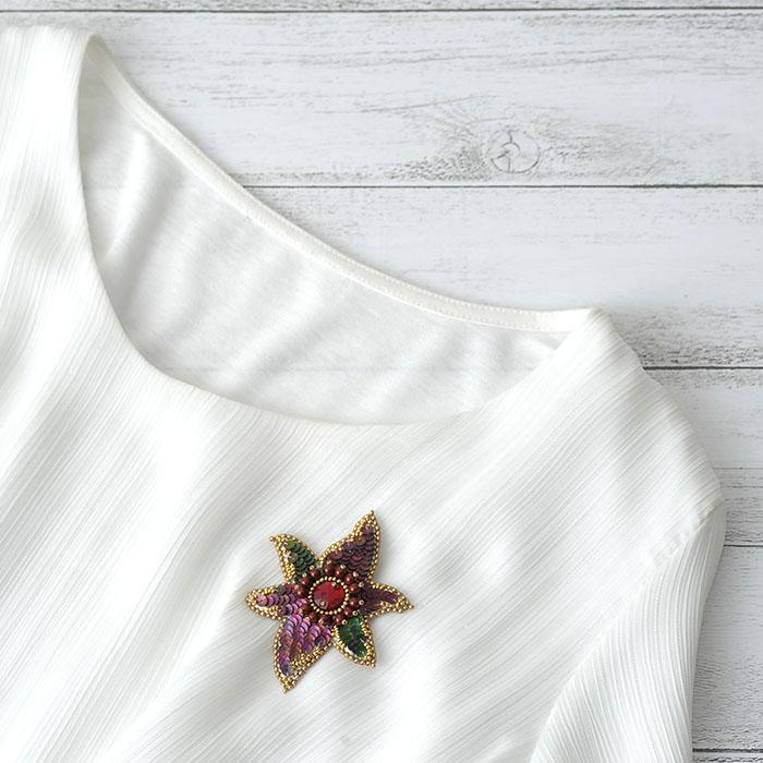 ポインセチアのブローチ  【ビーズ 刺繍】