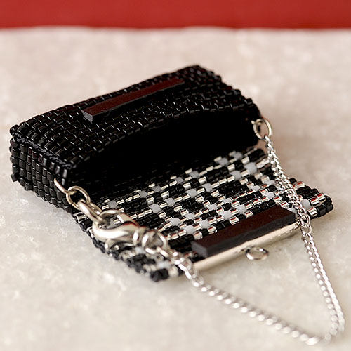 ビーズファクトリー デリカビーズ織りバッグチャームキット (パーティーバッグ・黒) BFK-476