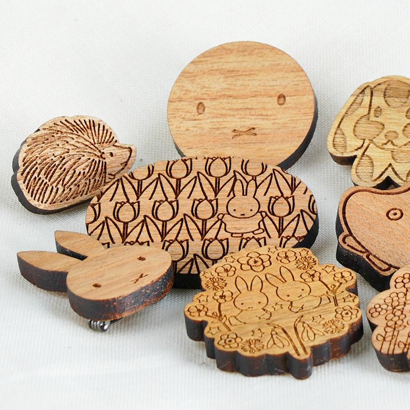木製アクセサリーシリーズ ブローチ こうさぎ