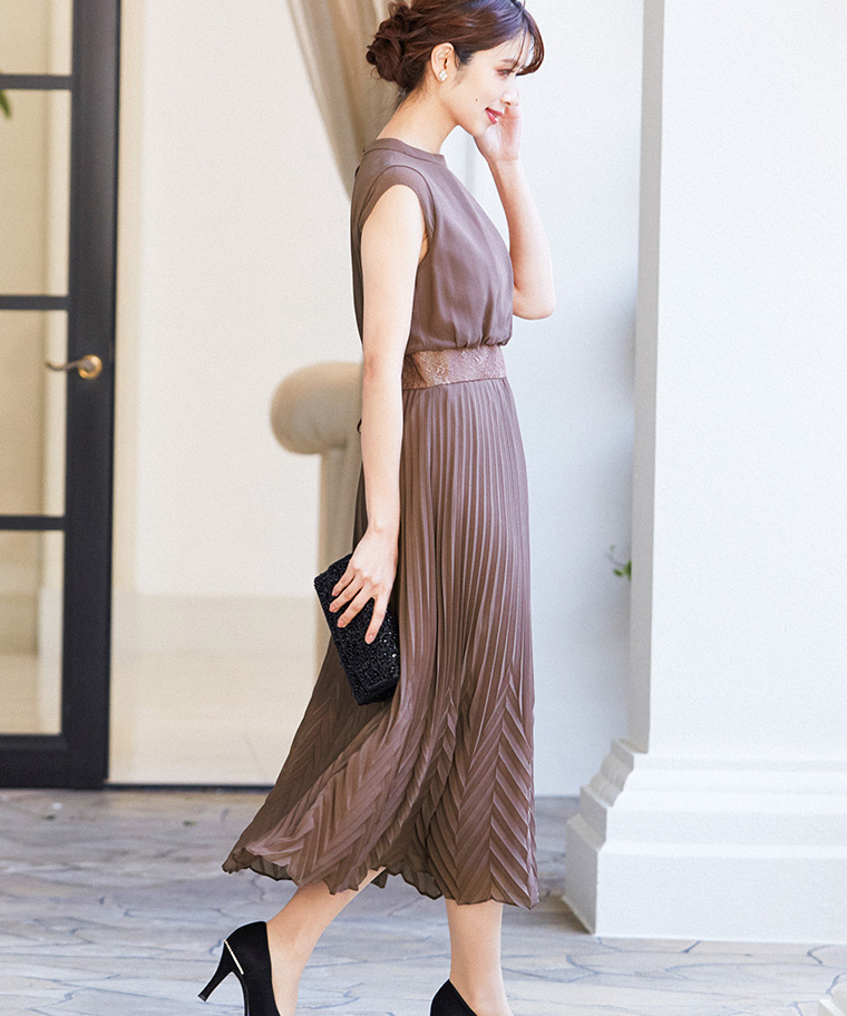 レースベルト風プリーツロングドレス