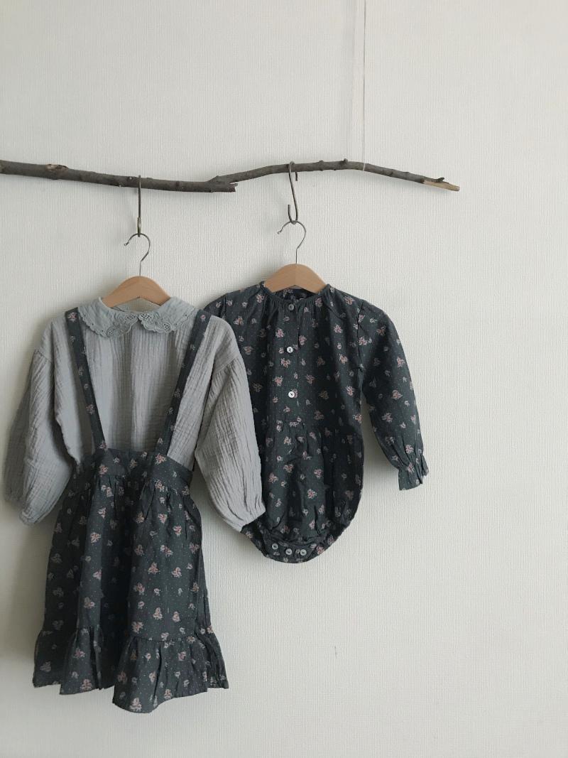 tocoto vintage     Flower print midi skirt with braces / DARK BROWN