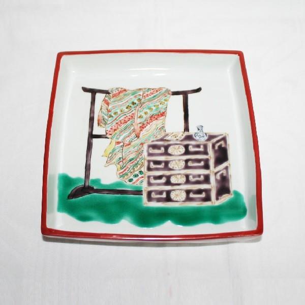九谷焼 手描き 飾皿 道具づくし文足付六寸皿