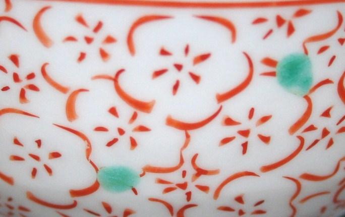 九谷焼 手描き 和洋食器 赤絵見込梅詰文様お茶碗