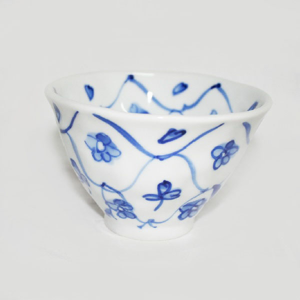 九谷焼 手描き 和洋食器 手起し網目花文様お茶碗(大)