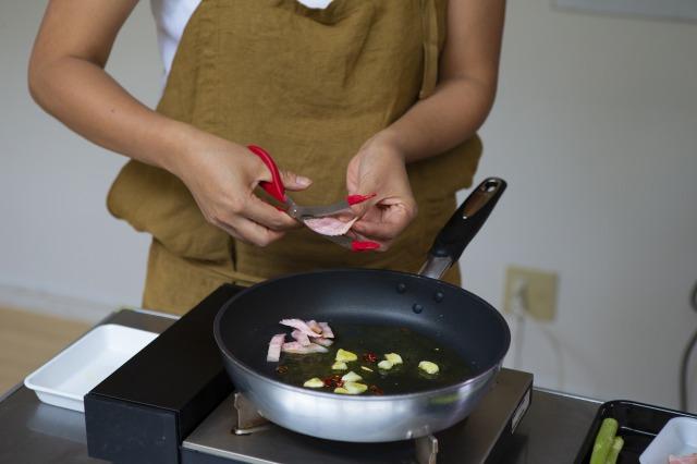 トング付きキッチンハサミ