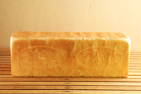 フランス産発酵エシレバター入り角食パン 1斤