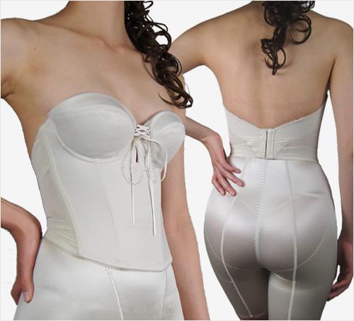 バックレスビスチェ お背中が大きくあくドレスに対応可能なシンプルブライダルインナー(BRIDALBEAUTÉ)