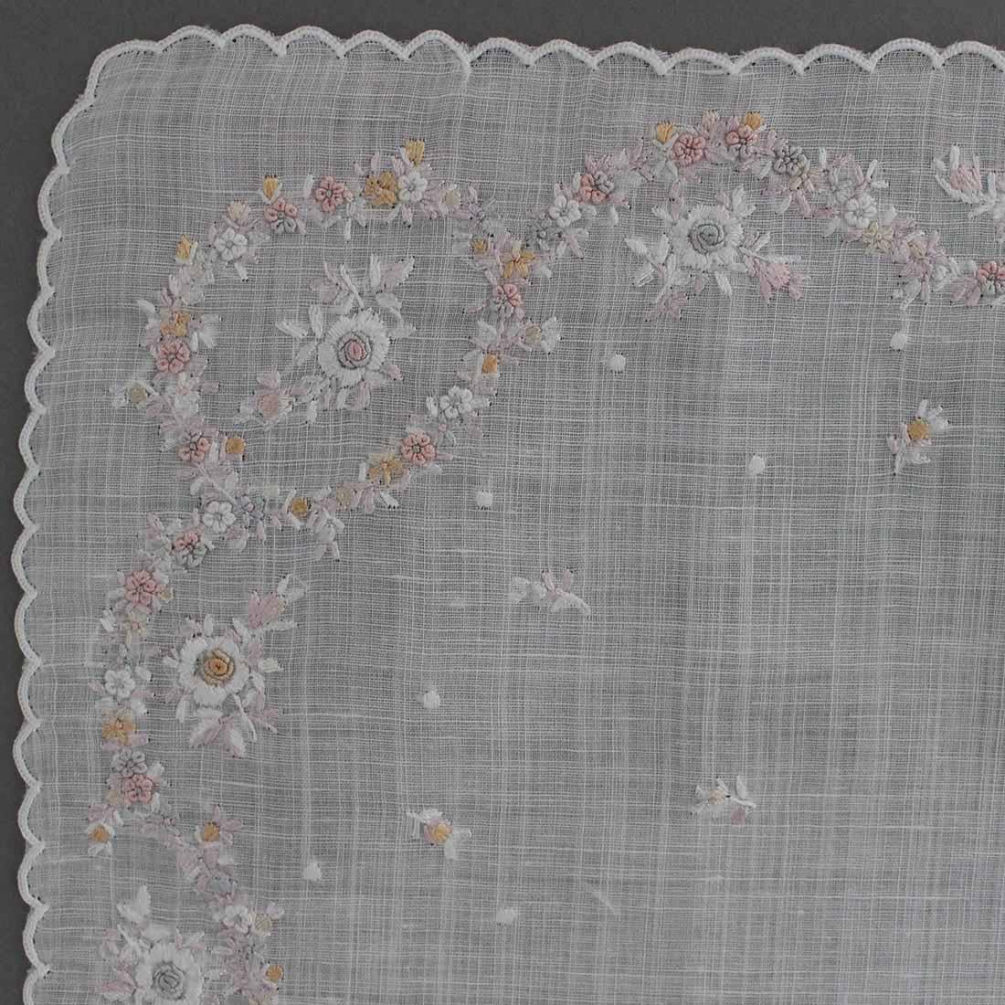 【送料無料】ポワンポワン ベトナム手刺繍 ハンカチ 花かざり 4203