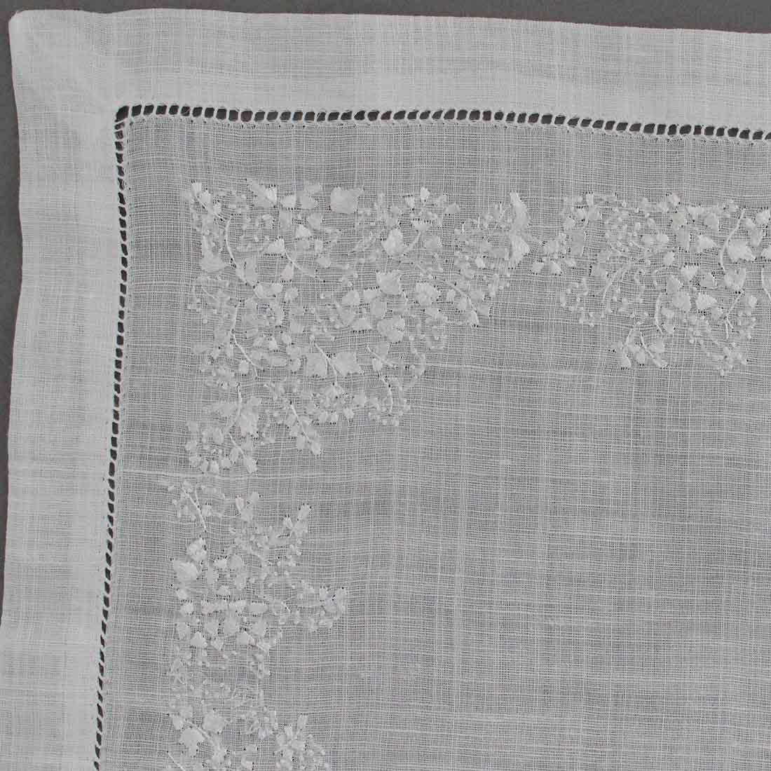 【送料無料】ベトナム手刺繍ハンカチ 花 5502 ホワイト