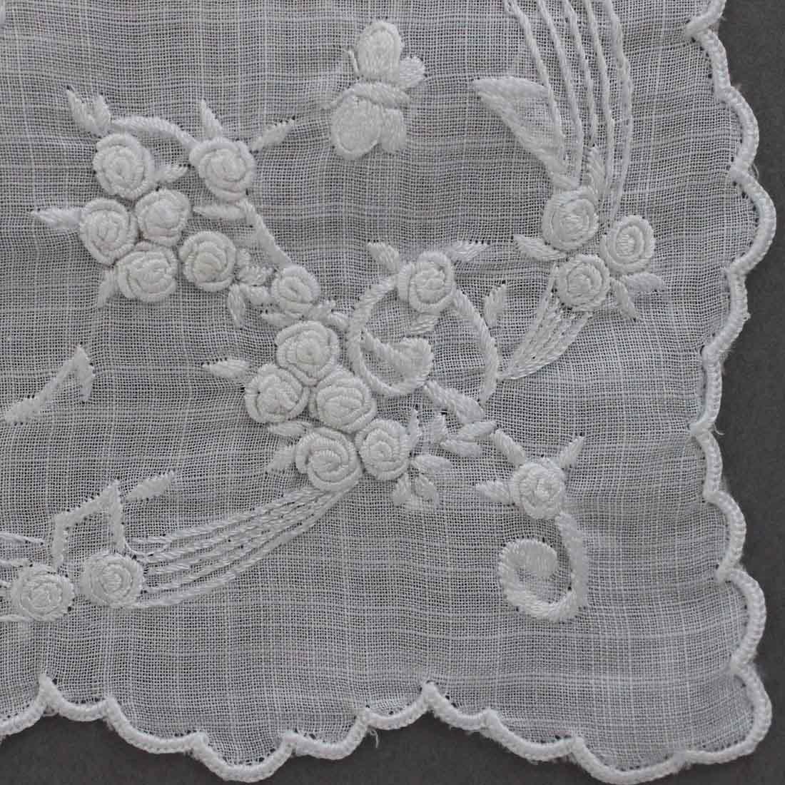 【送料無料】ベトナム手刺繍ハンカチ 花と音符 2214 ホワイト