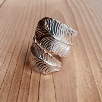 <treasured friends>Big feather ring Silver
