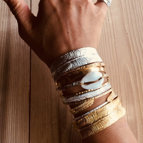 <treasured friends>Long feather bangle Silver / Gold