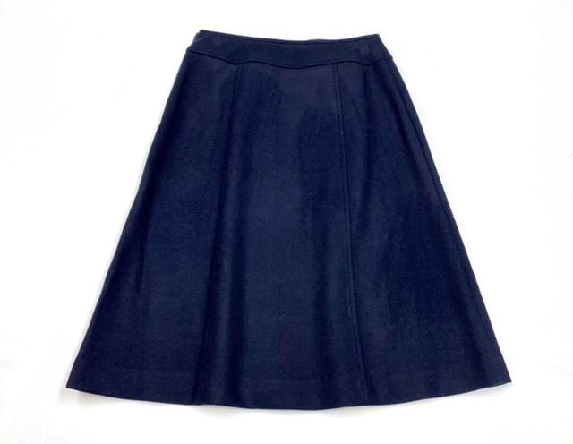 釦付きラップ風Aラインスカート