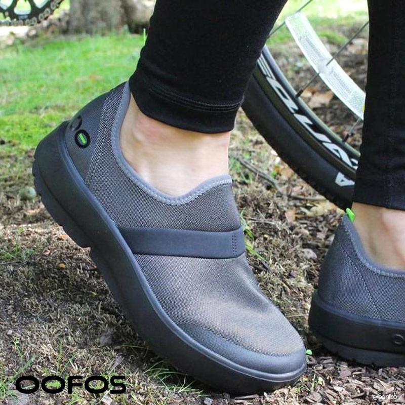 ウーフォス/OOFOS OOMG Fibre Low(ウーエムジーファイバーロウ) リカバリーシューズ