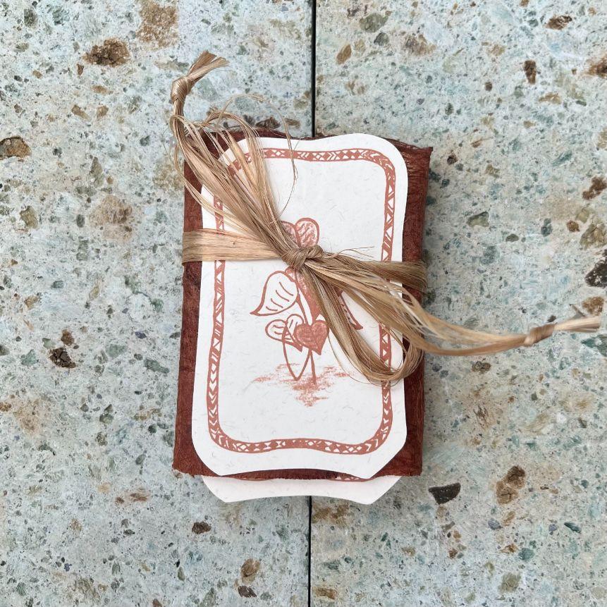 アロハ・ウハネ・カード 包み色/赤土色