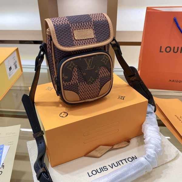 LV ルイヴィトン LOUIS VUITTON 【送料無料】LV メッセンジャーバック 男女兼用  サイズ: 13x18  【2021/02/05*135】 商品コード:GEKIYASU L-004348