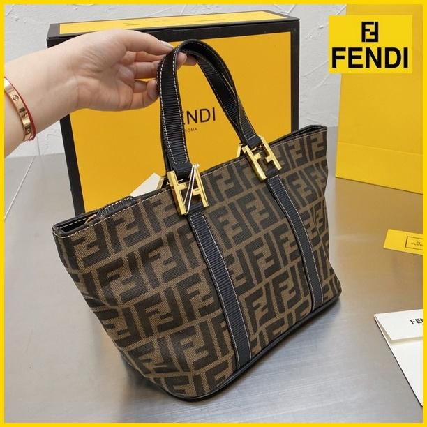 FENDIフェンディ 【送料無料】 FF トートバッグ  サイズ: 24x18  【2021/04/06*145】 商品コード:GEKIYASU  L-004662