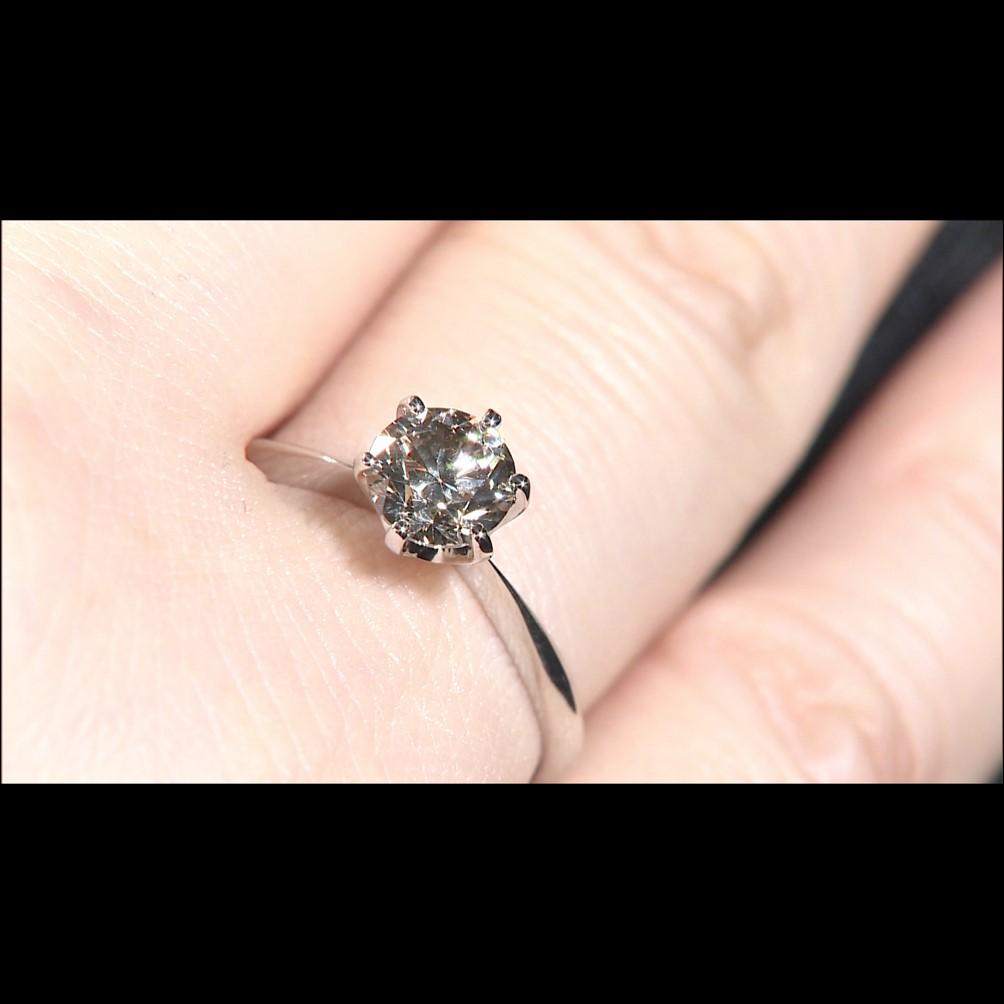 純プラチナ台大粒1ctシャンパンカラーダイヤモンドリング
