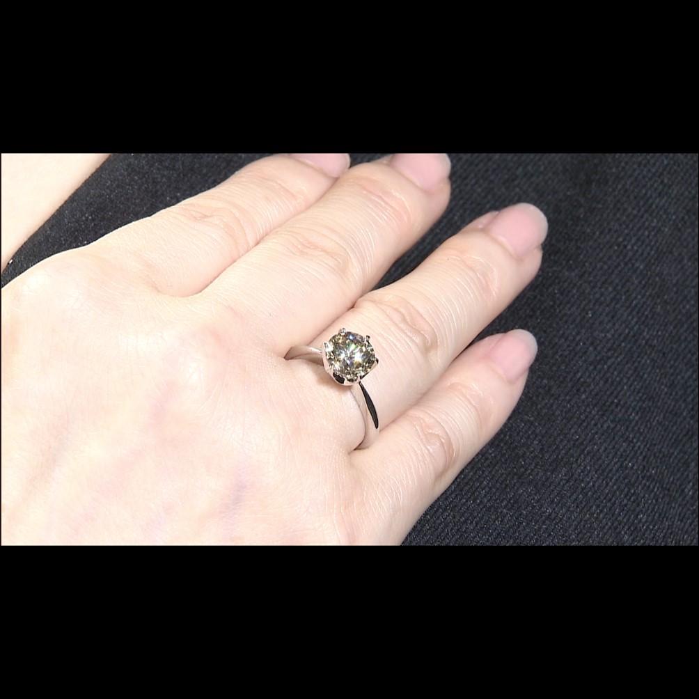 純プラチナ台大粒2ctシャンパンカラーダイヤモンドリング