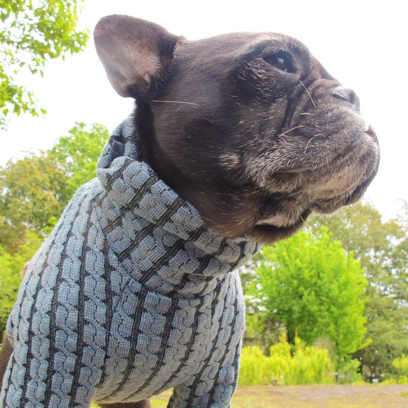 ケーブル編みのくすんだ水色セーター【一着のみメール便可】