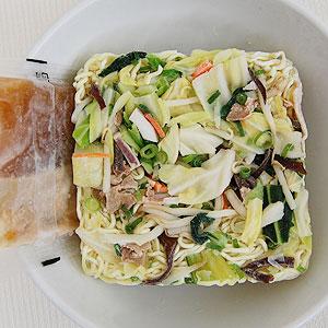 鶏ガラ・魚介のWスープ!Wたん麺!!(冷凍ラーメン、キャベツ、チンゲン菜、もやし、豚肉、いか、ねぎ、人参、木耳、スープ もセットの冷凍調理麺)<BR>冷凍麺!