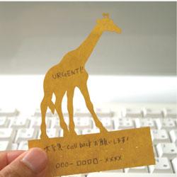 """パソコンのキーボードのキーのすき間に挟んで立てかけられるかわいい伝言メモ ハイモジモジ Deng On""""Giraffe"""""""