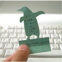 """パソコンのキーボードのキーのすき間に挟んで立てかけられるかわいい伝言メモ ハイモジモジ Deng On""""Penguin"""""""